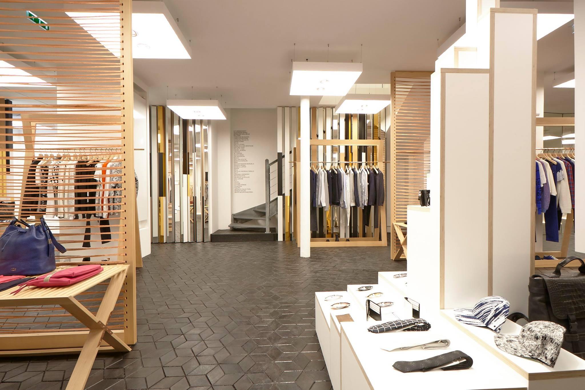 ameliemorinbernat.com retail conceptsore pyramide tripli accessoires escalier