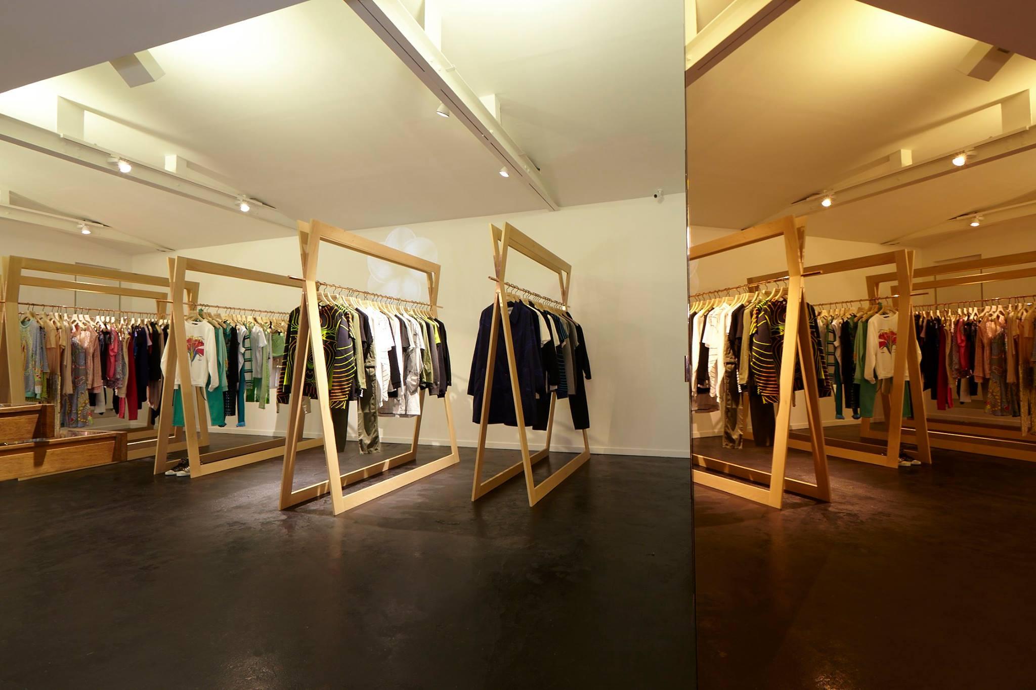 ameliemorinbernat.com retail conceptsore salon VIP portant paravent cuivre