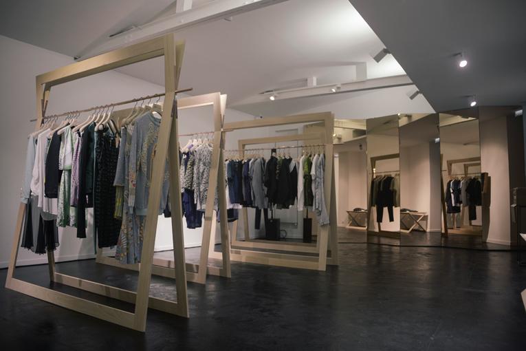 ameliemorinbernat.com retail conceptstore portant paravent miroir cuivre