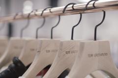 ameliemorinbernat.com retail conceptsore cintres tringle cuivre