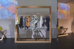 ameliemorinbernat.com retail conceptstore portant bois cuivre